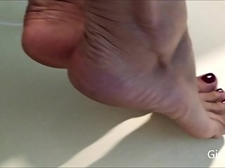 My sweaty and smelly feet (Short version)