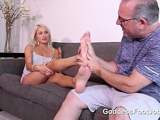 AIRBNB SUPERHOST - GODDESS FOOTJOB