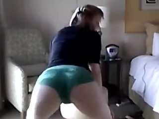 Twerking Amazing ass movements